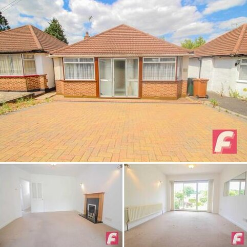 3 bedroom bungalow for sale - The Courtway, Carpenders Park