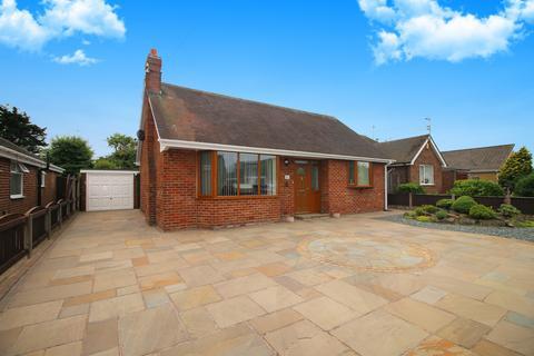 2 bedroom bungalow for sale - Calder Avenue,  Thornton-Cleveleys, FY5
