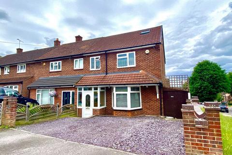 3 bedroom end of terrace house for sale - Swindon Lane, Romford