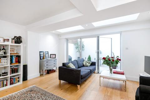 2 bedroom apartment to rent - Lindore Road, SW11