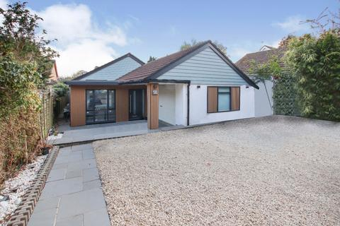 3 bedroom bungalow for sale - Spring Road,Sarisbury Green,Southampton,SO31 7FH