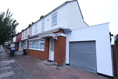 4 bedroom end of terrace house to rent - Riley Road, Enfield