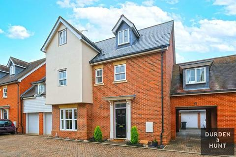 5 bedroom link detached house for sale - Telford Place, Chelmsford