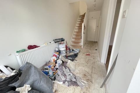 4 bedroom terraced house to rent - Chaplin Road, Dagenham, Essex, RM9