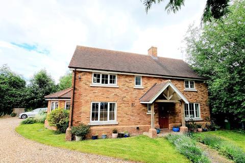 4 bedroom detached house for sale - Sharpenhoe Road, Barton-le-Clay, Bedfordshire, MK45