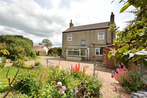 3 bedroom detached house for sale - Holly Bank, Selby Road, Garforth, Leeds