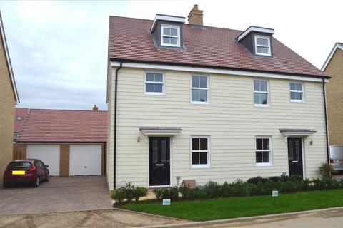 3 bedroom semi-detached house to rent - Wensum Grove , Biggleswade, Bedfordshire, SG18