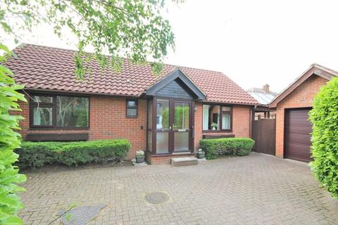 2 bedroom detached bungalow for sale - Oakbank, Hutton, Brentwood