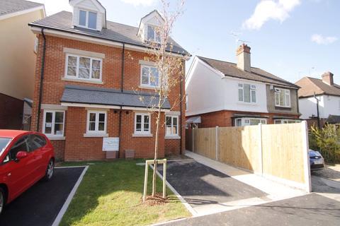 3 bedroom semi-detached house to rent - Union Street, Farnborough, Hampshire, UK, GU14