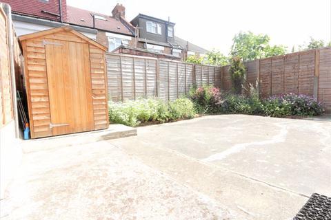 Studio to rent - Berwick Road, Wood Green N22