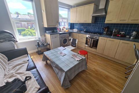 3 bedroom flat to rent - Bell Vue Road, Leeds