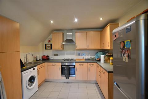 2 bedroom flat to rent - Harvey Road, Slough