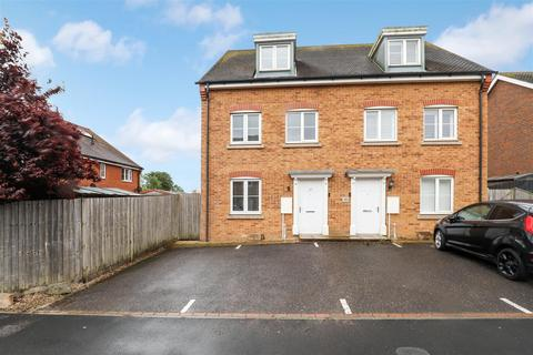 3 bedroom semi-detached house for sale - Buttercup Avenue, Minster On Sea, Sheerness