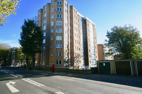 2 bedroom flat to rent - The Drive, Hove