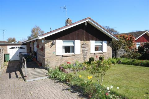 2 bedroom detached bungalow for sale - Furners Mead, Henfield