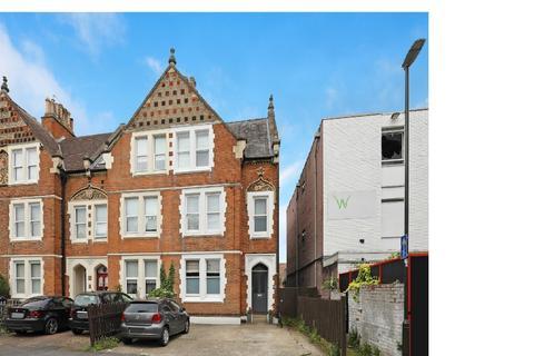 2 bedroom flat to rent - Amity Grove, SW20