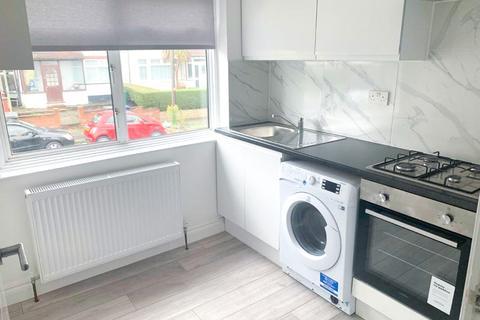 5 bedroom terraced house to rent - 15 Aprey Gardens LONDON NW42RH