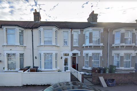 3 bedroom terraced house to rent - Sunningdale IG11