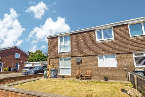 2 bedroom flat to rent - Langholm Avenue, Chirton Park, North Shields, Tyne and Wear, NE29 8DH