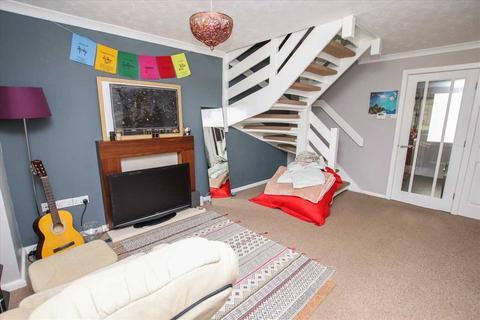2 bedroom semi-detached house for sale - Elsham Close, Doddington Park, Lincoln