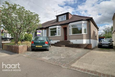 3 bedroom bungalow for sale - Shepherds Hill, Romford