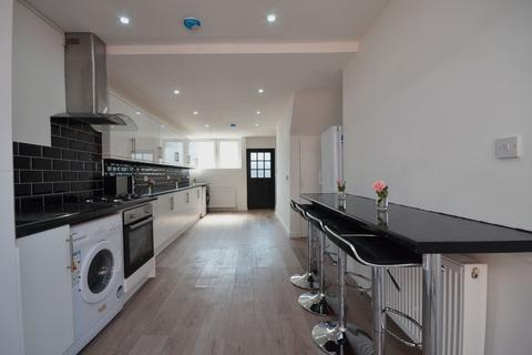 4 bedroom terraced house to rent - Victoria Dock Road, London, E16