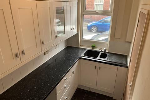 2 bedroom terraced house to rent - Shafton Street, Holbeck
