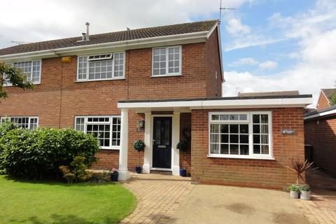 3 bedroom semi-detached house for sale - Boothgate Drive, Howden