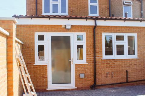 4 bedroom end of terrace house to rent - Chaplin Road, Dagenham