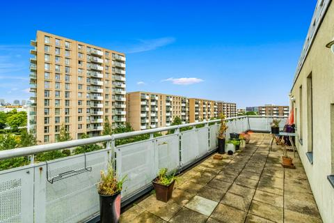 3 bedroom flat to rent - Wards Wharf Approach, E16