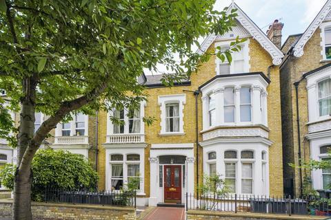 Studio to rent - Walpole Gardens, Chiswick, London, W4