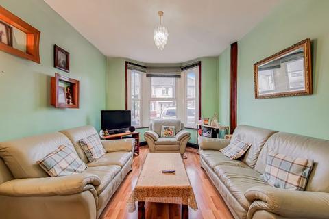 4 bedroom property for sale - Seaton Street, London, N18