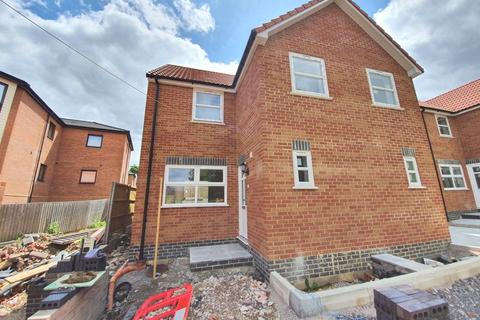 3 bedroom semi-detached house to rent - Elmtree Way, Kingswood, Bristol