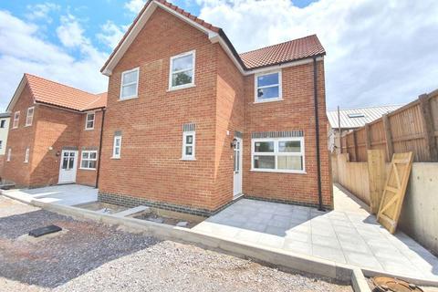 3 bedroom semi-detached house to rent - Elmtree Way, Bristol
