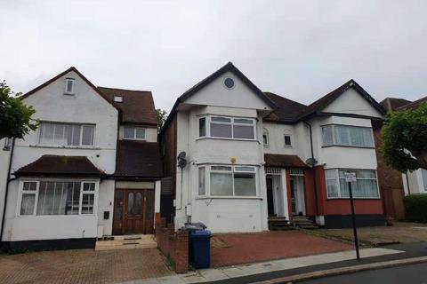 3 bedroom flat to rent - Sevington Road