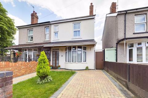 3 bedroom semi-detached house for sale - St. Aldwyn Road, Gloucester, GL1