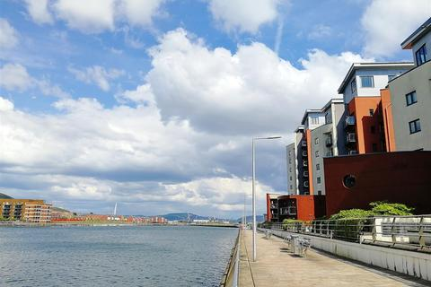 2 bedroom apartment for sale - South Quay Kings Road, Marina, Swansea