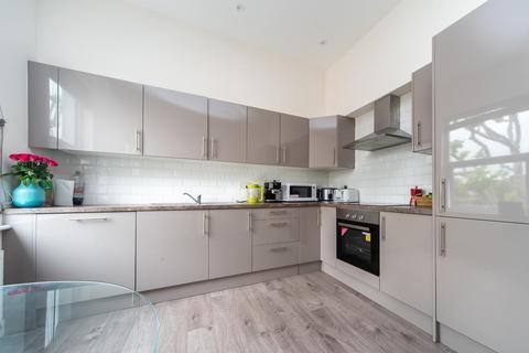 3 bedroom flat to rent - Hanley Road, London