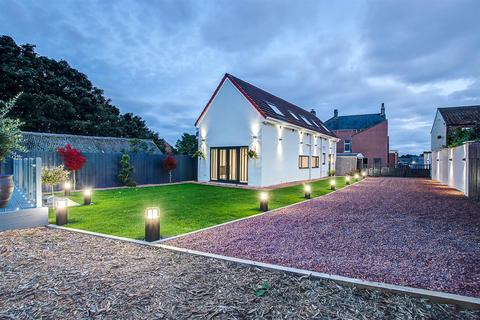 3 bedroom detached house for sale - The Barn, The Green, Easington Village
