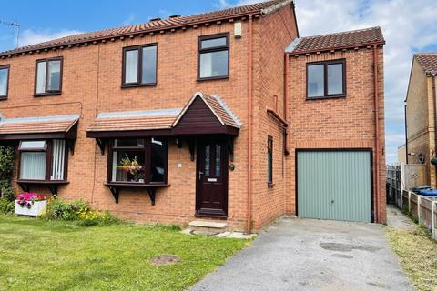 4 bedroom semi-detached house for sale - Queen Margarets Drive, Byram