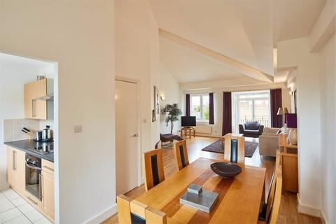 4 bedroom apartment to rent - Incredible Four bed House Three Colt Street