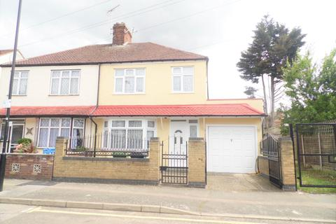 4 bedroom end of terrace house to rent - Stirling Road, London, E17