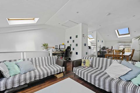 3 bedroom flat to rent - Adelaide Grove, Shepherds Bush, London, W12 0JU