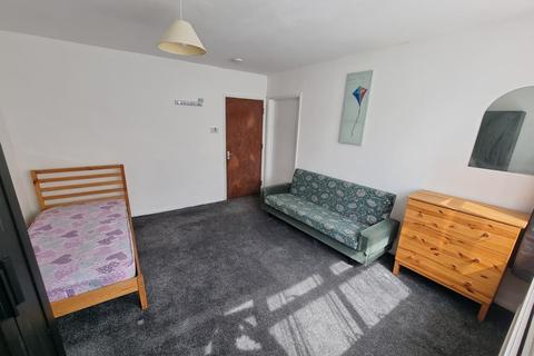 7 bedroom house share to rent - LUTON, LU4