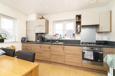 2 bedroom flat to rent - Craigen Gardens, Ilford, IG3
