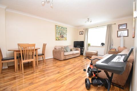 2 bedroom flat to rent - Canada Road Erith DA8