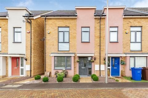 3 bedroom semi-detached house for sale - Courts Way, Aveley, South Ockendon, Essex, RM15
