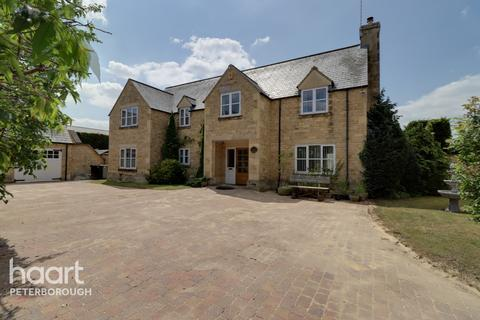 5 bedroom detached house for sale - Alston Court, Peterborough