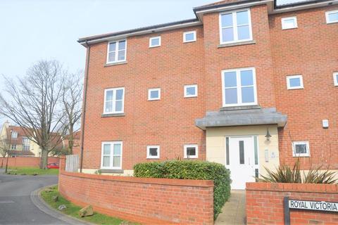 2 bedroom ground floor flat to rent - Royal Victoria Park, Bristol, BS10 6TD