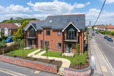 2 bedroom duplex for sale - 79 Station Road, Netley Abbey, Southampton, Hampshire. SO31 5AE
